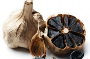 ما هو الثوم الأسود ؟ وما هي فوائده ؟ وكيف يمكن الحصول عليه ؟