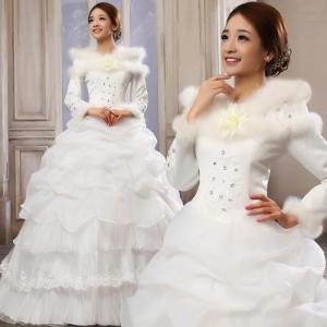 تشكيلة راقية من فساتين الزفاف الشتوية أناقة مثالية لكل عروس