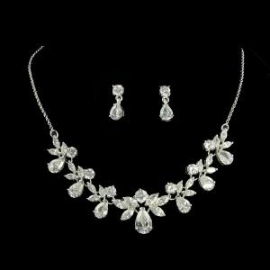 تشكيلة راقية من المجوهرات بالذهب الأبيض تميز إطلالتك في الشتاء