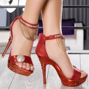 تألقي في إطلالاتك الربيعية مع هذه الأحذية العصرية لأناقة بارزة