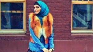 تألقي في حجابك مع لمسة الفرو الناعمة في إطلالات الشتاء