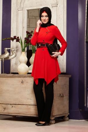 دخول اللون الأحمر على إطلالات المحجبات الشتوية بكل أناقة
