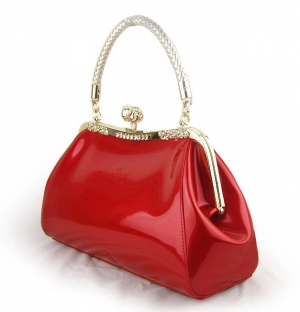 تألقي في إطلالاتك بهذه الحقائب الخاصة بالسهرات من الألوان اللامعة