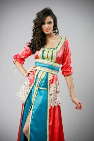 عايدة حازمي تطرح تشكيلة راقية من تصاميم القفطان المغربي الأنيق