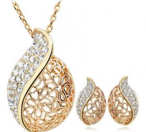 تألقي في إطلالاتك بهذه اللمسة من المجوهرات الذهبية الراقية