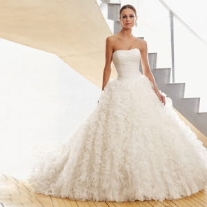 تشكيلة راقية من فساتين الزفاف باللمسة المكشوفة أناقة مثالية لعروس 2017