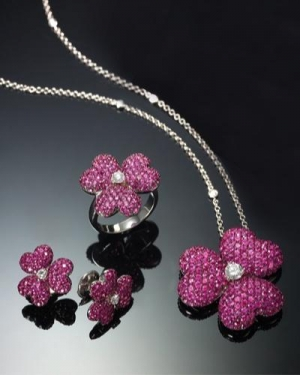 تشكيلة راقية ومميزة من المجوهرات الناعمة تحقق أناقة مميزة للمرأة