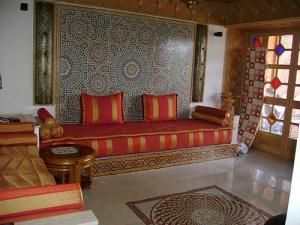 البرتقالي أناقة الألوان المنعشة التي تميز الصالون المغربي في موسم ربيع 2017