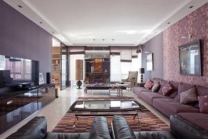اختيار اللون الرمادي والأرجواني لمسة راقية تزيد ديكور المنزل نعومة ودفئا