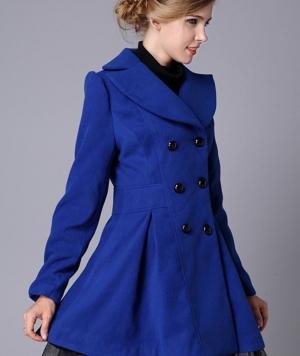 اختاري المعطف الشتوي بلمسة الأزرق الملكي كصيحة جديدة في 2017