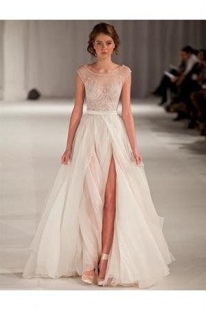 اختاري فستان زفافك بلمسة الفتحة الإمام كلمسة راقية في موسم 2017