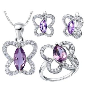 تشكيلة مميزة من المجوهرات الفضية تتميز في عروض الأزياء العالمية