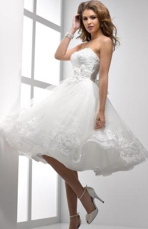 تشكيلة راقية من فساتين الزفاف باللمسة المكشوفة لأناقة العروس الربيعية