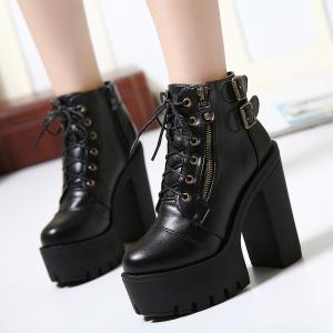 اختاري حذاء الكاط الأسود لتتألقي في إطلالاتك الشتوية لموسم 2017