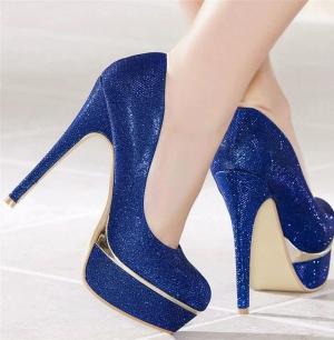 اختاري الأزرق الجذاب في لمسة الحذاء الخاصة بسهرات ربيع 2017