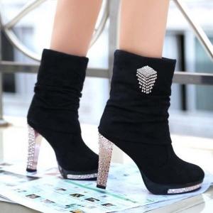 جددي إطلالاتك بجمالية الأحذية الشتوية الجديدة التي تبرز أنوثتك