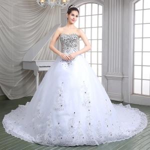سعدية عبد الجبار تطلق تشكيلة مميزة من فساتين الزفاف الخاصة بربيع 2017
