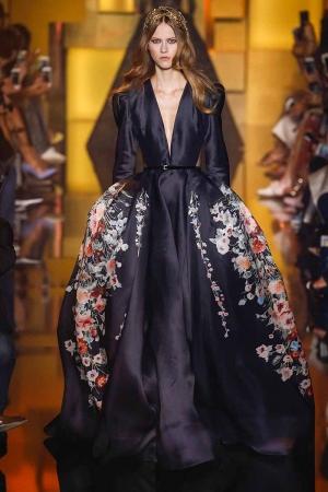 تشكيلة راقية من الفساتين المطبعة يطلقها المصمم العالمي إيلي صعب
