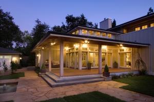امنحي منزلك جمالية راقية مع الإضاءة الخارجية