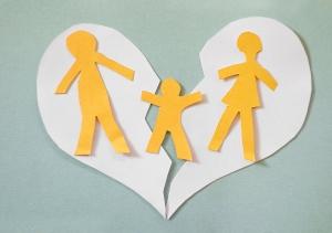 مخاطر التفكك الأسري على نفسية الأطفال