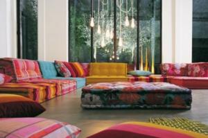 اجعلي منزلك مميزا بالجلسات الأرضية التقليدية التي دخلت صيحات الموضة