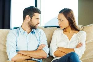 مجموعة من التصرفات التي تزعج الرجل أثناء الخطوبة تجنبيها