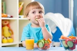 لا تحرمي طفلك من الأغذية التي تقوي مناعته وتحمي جسمه وصحته من الأمراض