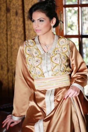 عروض القفطان المغربي الربيعية تتميز بجمالية الألوان
