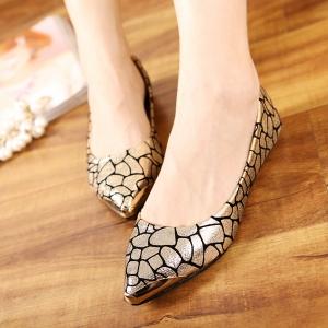 اختاري الأحذية المسطحة لتتألقي في إطلالات الربيع