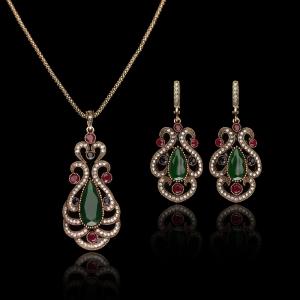 تشكيلة راقية من المجوهرات الراقية بالحجر الأخضر تزيدك أناقة مثالية