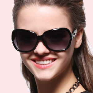 اختاري النظارات الشمسية بتصاميم عصرية لتتألقي في الربيع