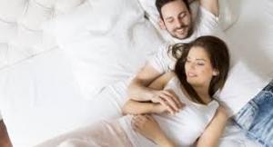 كيف تشعلين العلاقة الحميمة بعد الإنجاب؟