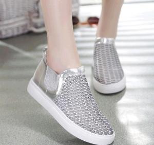 أحذية سليب أون تحتل المراتب المتقدمة لدى النساء في ربيع 2017