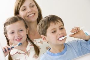 غسل الأسنان مباشرة بعد كل وجبة عادة سيئة 1489233213