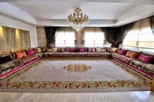 الصالون المغربي لمسة عريقة تجمع بين الأصالة والمعاصرة في ديكور المنزل