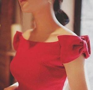 بالصور| فساتين سهرة باللون الأحمر الجذاب