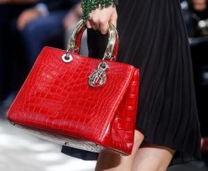 جمالية الحقيبة الكبيرة تمنحك إطلالة متكاملة في ربيع 2017