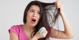 حافظي على شعرك من التساقط مع هذه الوصفة الفعالة والمثالية