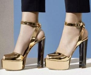 تألقي بأناقة مثالية مع أحذية السهرات الذهبية لموسم ربيع 2017