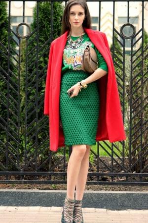 صيحة من الملابس الصيفية بالألوان الفاقعة تتربع على عرش الموضة