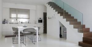 بالصور| أفكار لاستغلال منطقة تحت السلم في بيتك