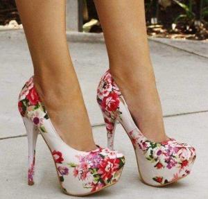 باقة من أجمل أحذية الكعب العالي المنقوشة