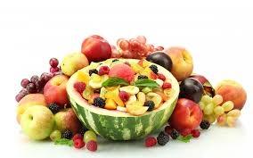 سلطة الفواكه . . مذاق لذيذ
