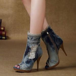 بالصور| أحدث صيحات الأحذية المصنوعة من الجينز
