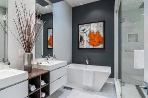 اجعلي حمام منزلك منعشا بجمالية الزهور الطبيعية
