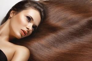 خطوات سهلة تجعل شعرك المصبوغ لامعا ومميزا