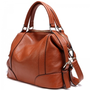 اختاري حقيبتك الكلاسيكية لتتألقي في إطلالات الصيف المتنوعة