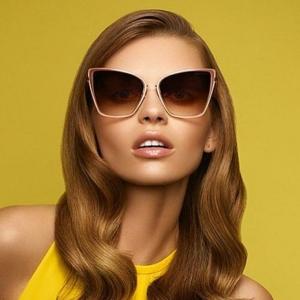اختاري النظارات الشمسية الكلاسيكية لتتألقي في إطلالاتك الصيفية