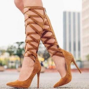اختاري أحذية الأشرطة المربوطة لأناقة صيفية مميزة