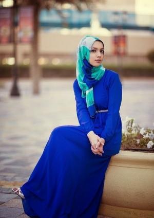 اختاري الأزرق في إطلالتك المحجبة لموسم صيف 2017